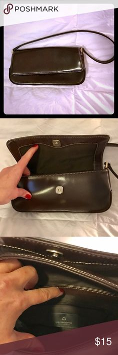 Liz Claiborne dark brown purse This beautifully simple brown purse is a perfect size, shape, and style for any casual outfit or day out. It's in perfect condition- not a scratch or sign of wear. Subtle and sophisticated! Liz Claiborne Bags Mini Bags