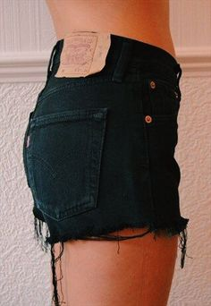 i NEED distressed black shorts in my life