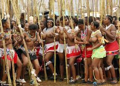 South African Festival: Inside Story of the Controversial Zulu Half Naked Dance Festival in Southern Africa / Africa News African Tribes, African Women, Zulu Dance, Sexy Dance, Zulu Women, New Africa, South Africa, Africa News, African Culture