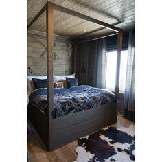 Fourposter bed - #livingdelux  www.livingdelux.com Chalet Design, Chalet Style, House Design, Chalet Interior, Interior Design, Barn Living, Dere, Winter House, Modern Kitchen Design