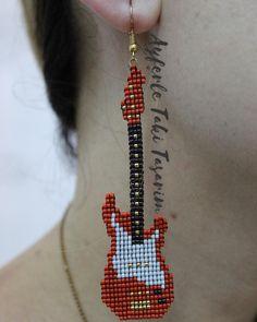 Azizatikral #ayferletakitasarim @ayferletaki #miyuki #miyukiküpe #gitar #müzik #müzikseverler #red #perfect #moda #küpe #jewellery #jewelleryshow #design #pinterest #facebook #sanat #emek #handmade #lüleburgaz #takısızolmaz #🇹🇷 Brick Stitch Earrings, Seed Bead Earrings, Beaded Earrings, Bead Jewellery, Beaded Jewelry, Handmade Jewelry, Beaded Bracelet Patterns, Beading Patterns, Seed Bead Art