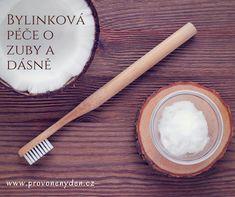 O své zuby a dásně pečujte nejlépe bez zbytečné chemie. A jak? Vyrobte si zubní olej, pastu, vodu (kloktadlo). Poslouží vám k tomu voňavé bylinky a éterické oleje. V článku najdete recepty jak na to.