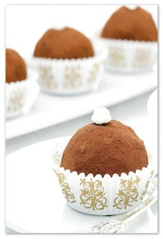cake-truffle Cake Truffles, Chocolate Cookies, Biscotti, Cake Pops, Easy Meals, Desserts, Recipes, Cooking, Candy