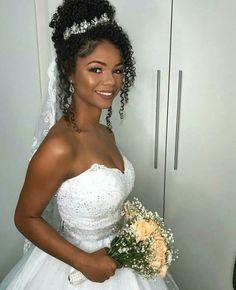 Coque cacheados #hairstyles #hairideas Black Brides Hairstyles, Wedding Hairstyles For Girls, Natural Wedding Hairstyles, Afro Hairstyles, Bride Hairstyles, American Hairstyles, Natural Hair Wedding, Curly Wedding Hair, Wedding Hair And Makeup