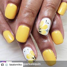 Yellow Nails Design, Yellow Nail Art, Yellow Toe Nails, Acrylic Nails Yellow, Daisy Nail Art, Floral Nail Art, Best Acrylic Nails, Acrylic Nail Designs, Flower Nail Designs