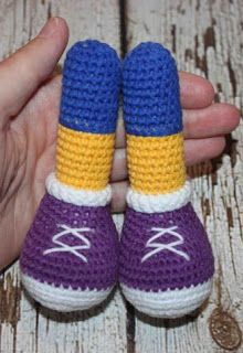 This free amigurumi pattern will help you to create a crochet toy with cute amigurumi details. Yarn Dolls, Knitted Dolls, Crochet Dolls, Crochet Hats, Crochet Toys Patterns, Stuffed Toys Patterns, Crochet Ideas, Knitting Patterns, Amigurumi Doll
