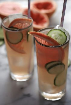 Bonkers Awesome Grapefruit Cucumber Cocktails: Fill 2 glasses with ice. Add 1 to 2 oz gin and cup grapefruit juice per glass. Top with cup ginger ale each. Garnish with grapefruit wedges and cucumber slices. Cucumber Gin Cocktail, Cocktail Drinks, Cocktail Recipes, Alcoholic Drinks, Beverages, Drinks Alcohol, Cucumber Vodka, Vodka Cocktails, Alcohol Recipes