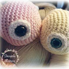 Huch  wer busselt denn da auf meiner Wolle?   Einen wunderschönen Abend wünsche ich Euch Passt gut auf Euch auf   #crochet #crocheting #amigurumi #амигуруми #вязание #örgu #tigisi #ganchillo #instacrochet #handmadedolls #handmadetoys #crochetturtle #madewithlove #yarnart #yarnlove #crochetaddicted #crochetgeek #lovecrochet #yarn #sewing #pastelcolors #romantictoys #schildkröte #haekeln #häkeln #häkelpuppe #hæken #stuffeddoll #croche #madebyme by danielareiters