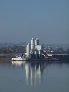https://flic.kr/p/dWyn7t | A barge moored by Rochester riverside walk on the river medway [shared]