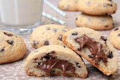 Nutella biscuits are delicious cookies with a soft Nutella heart that you'll love at the first b Italian Desserts, Mini Desserts, Cookie Desserts, Just Desserts, Cookie Recipes, Biscotti Cookies, Nutella Cookies, Yummy Cookies, Biscuits