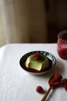 Raspberry and matcha panna cotta. Fun Desserts, Delicious Desserts, Dessert Recipes, Yummy Food, Green Tea Dessert, Creme Dessert, Tea Recipes, Sweet Recipes, Cooking Recipes