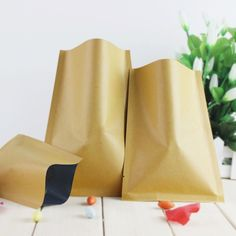 0000010000011110000:   Material: Kraft Paper + Aluminum Foil. Please note that: In order to achieve the effect of vacuum seal, please check your vacuum sealer can vacuum these glossy bags before you order (some vacuum sealer can only vacuum bags with lines).