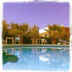 Durante los meses estivales, podéis disfrutar de zona de piscina y terraza.