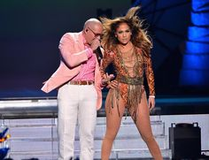 Jennifer Lopez performing with Pitbull