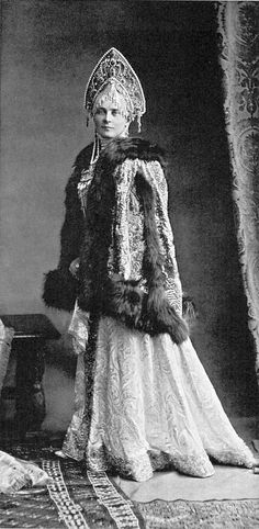 Princess Zina Yusupov during the Ball at the Winter Palace of 1903 Vintage Photos Women, Vintage Photographs, Folk Costume, Costumes, Winter Palace, Court Dresses, Photography Illustration, Imperial Russia, Russian Art