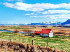 Where I felt alone but not lonely... . . . #Iceland #throwback #vatnsnes #summer #country #landscape #landscapephotography #horizons #ìsland #islande  #ig_iceland #inspiredbyiceland  #ig_northern #everydayiceland #loves_iceland #extremeiceland #whyiceland #iceland_tourist #discovericeland @iceland.scenes