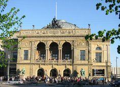 File:Copenhagen Det kongelige Teater 2002.jpg