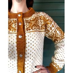 L i l j e r o s e t t ✨ Finished this up yesterday. Unfortunately its a size too big, but its very warm! Looking forward to wearing this in all the Norwegian snow that the future has to bring. Fair Isle Knitting Patterns, Knit Patterns, Vintage Knitting, Free Knitting, Norwegian Knitting, How To Purl Knit, Bunt, Couture, Knitwear