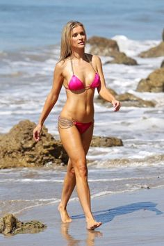 7Joanna-Krupa-Bikini-080712-373x560.jpg (373×560)