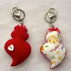corações de viana em feltro - Pesquisa Google Felt Crafts, Couture, Party Themes, Portugal, Creations, Sewing, Diy, How To Make, Gifts