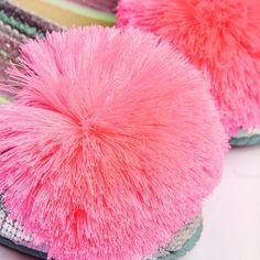 ⚡DOMINICA ROSA - 30% DTO.⚡ 👉🏼 LINK EN BIO ¿A quién no le gusta un pinky pink? 🌸💕 ¡Las DOMINICA ROSA de nuestra colección Pura Vida 2020 son unos #instantclassics! ¡No te quedes sin ellas! 👩🏽💻✨ Color Rosa Neon, Pink, Classic, Pura Vida, Low Wedges, Vegan Shoes, Plants Indoor, Pom Poms, Espadrilles