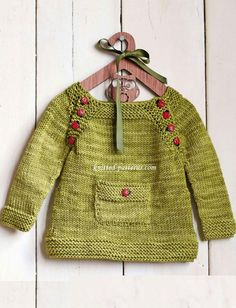 This (free) little pullover pattern is so so cute!