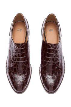 fb733777ca Sapatos de verniz  Sapatos rasos de verniz em pele sintética envernizada  com padrão de pele
