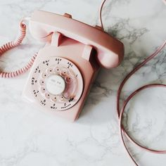 Pink retro phone aesthetic think, rosa, pink Betty Cooper Aesthetic, Aesthetic Vintage, 1950s Aesthetic, Aesthetic Girl, Aesthetic Pastel Pink, Gold Aesthetic, Aesthetic Collage, Telephone Vintage, Vintage Phones