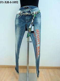 Jeans con scritta sulla gamba con strass