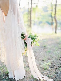 Serene Lake House Wedding Inspiration | Wedding Sparrow | Jessica Lyons Photography