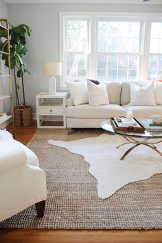 Spotlight on Layered Rugs Design Trend! Tons of design inspiration & examples of how to use layered rugs in any room in your home to add texture and style. Living Room Carpet, Rugs In Living Room, Living Room Designs, Living Room Decor, Furniture For Living Room, Cozy Living, Furniture Decor, Bedroom Furniture, Home Design