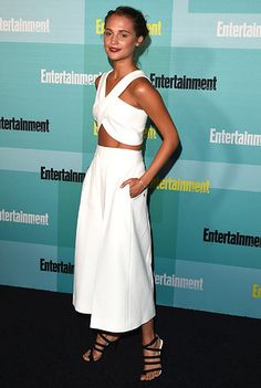 Alicia Vikander in Rosetta Getty top and culottes Looks Street Style, Looks Style, Style Me, Crop Top Formal, Celebrity Look, Celebrity Dresses, Alicia Vikander Style, Culottes Outfit, White Culottes