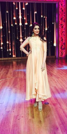 Sonali Bendre in a champagne gold high low kurta with pants by Jayanti Reddy - Bollywood - Celebrity fashion 2016