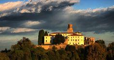 un posto dove andare  http://viaggi.tiscali.it/weekend_italia/la_marca_del_mistero.asp