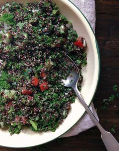 Parsley and Quinoa Tabbouleh with Pita and Spiced Yoghurt 70s Food, Quinoa Tabbouleh, Empanadas, Couscous, Vegan Recipes, Vegan Food, Healthy Food, Parsley, Spices