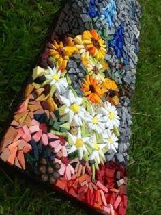 Beautiful Ideas With Garden Mosaics ~ schöne ideen mit gartenmosaiken ~ ~ Tiles mosaic, Designs mosaic, Garden mosaic Mosaic Diy, Mosaic Crafts, Mosaic Projects, Stained Glass Projects, Mosaic Wall, Mosaic Tiles, Art Projects, Mosaic Mirrors, Stone Mosaic