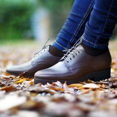 Leichtfüssig durch den Tag mit unserem italienischen Schnürer. 👞 (Art. LGR167   CHF 279) Auch in schwarz erhältlich. Men Dress, Dress Shoes, Oxford Shoes, Lace Up, Fashion, Fall 2016, Black, Moda, Fashion Styles