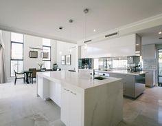 Caesarstone Calacatta Nuvo - leaving an unforgettable impression of this elegant kitchen!