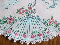 BEAUTIFUL-PAIR-OF-VINTAGE-PILLOWCASES-HAND-EMBROIDERED-SOUTHERN-BELLE