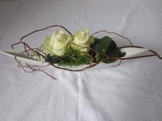 table arrangement - Home Page Ikebana Arrangements, Flower Arrangements Simple, Table Arrangements, Arte Floral, Deco Floral, Rustic Wedding Colors, Gold Wedding Theme, Flower Decorations, Table Decorations