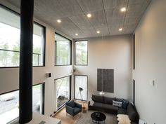 Gourgeous living room with high ceiling and Iiris LED-lights. Komea olohuone korkeine kattoineen pääsee täyteen loistoonsa Winledin Iiris LED-valaisimien avulla.