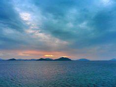 ( Evening Now at Hakata bay in Japan) 25 May 19:19 博多湾ほぼ日の入りの時刻です。