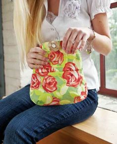 FREE clutch purse pattern and tutorial.