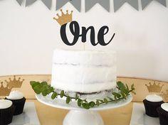 wild one birthday cake 1st Birthday Foods, Monkey First Birthday, First Birthday Cake Topper, Wild One Birthday Party, Baby Boy 1st Birthday, Boy Birthday Parties, Birthday Ideas, Woodland Cake, Cakes For Boys
