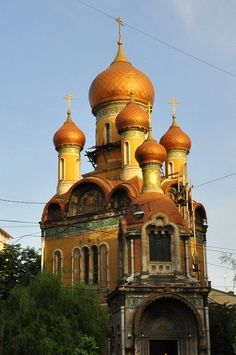 Russian church in Bucharest Church Architecture, Beautiful Architecture, Beautiful Buildings, Beautiful World, Beautiful Places, Travel Around The World, Around The Worlds, Christian World, Chapelle
