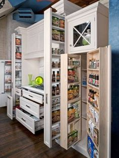 42 Amazing Smart Kitchen Organization Ideas For Small Apartment - Home Decor Kitchen Cupboard Storage, Small Kitchen Organization, Small Kitchen Storage, Kitchen Storage Solutions, Pantry Storage, Kitchen Pantry, Organized Kitchen, Pantry Diy, Food Storage
