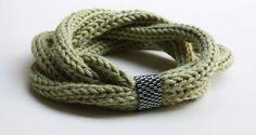 Lavori a maglia con il tricotin - Bracciale verde militare tricotin