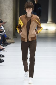 See all the Collection photos from Neil Barrett Spring/Summer 2017 Menswear now on British Vogue Male Fashion Trends, Mens Fashion, Milan Fashion, Brown Bomber Jacket, Bomber Jackets, Best Fashion Photographers, Tapered Trousers, Neil Barrett, Vogue Paris