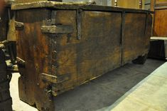 A LARGE ENGLISH LATE MEDIEVAL OAK AND ELM IRONBOUND CHEST. CIRCA 1480-1500.