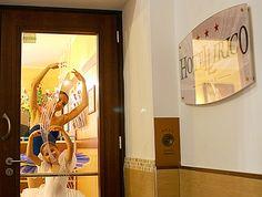 hotel lirico - salite le scale..si gira a sinistra per entrare in Albergo